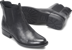 Casco in color Black Leather