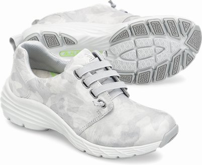 Align™ Velocity shoes shown in Grey Camo
