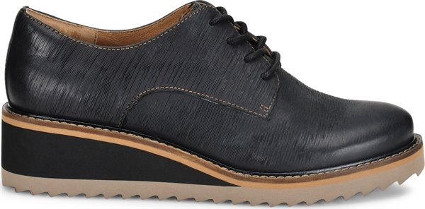 Image of the Salerno shoe from the side