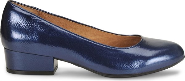 Image of the Belicia shoe from the side