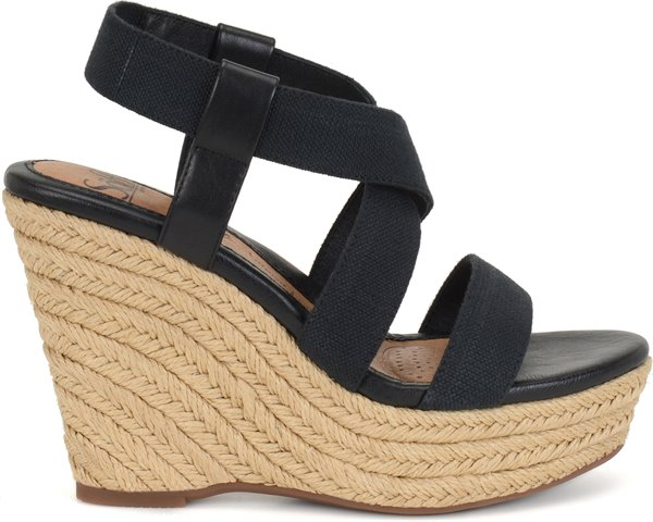 Image of the Perla shoe from the side