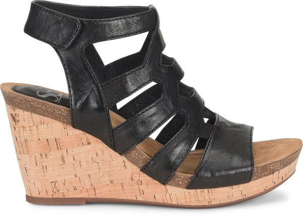 Image of the Courtnee shoe from the side