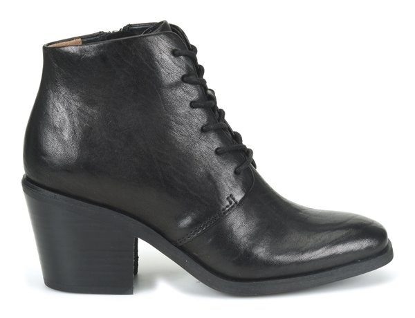Image of the Corlea shoe from the side