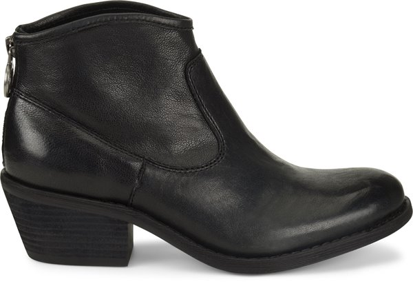 Image of the Aisley shoe from the side
