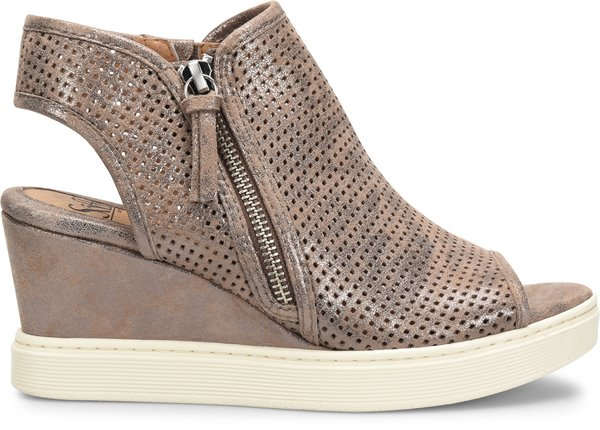 Image of the Saydee shoe from the side