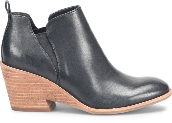 Image of the Sacora shoe from the side