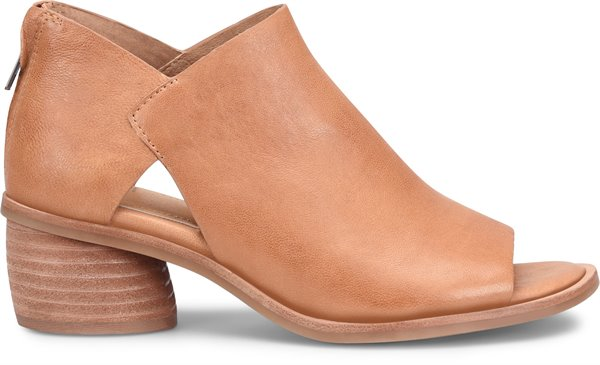 Image of the Carleigh shoe from the side