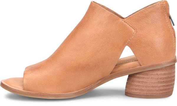 Image of the Carleigh shoe instep