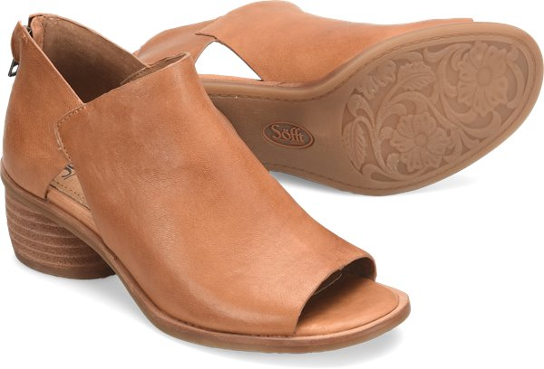 Pair shot image of the Carleigh shoe